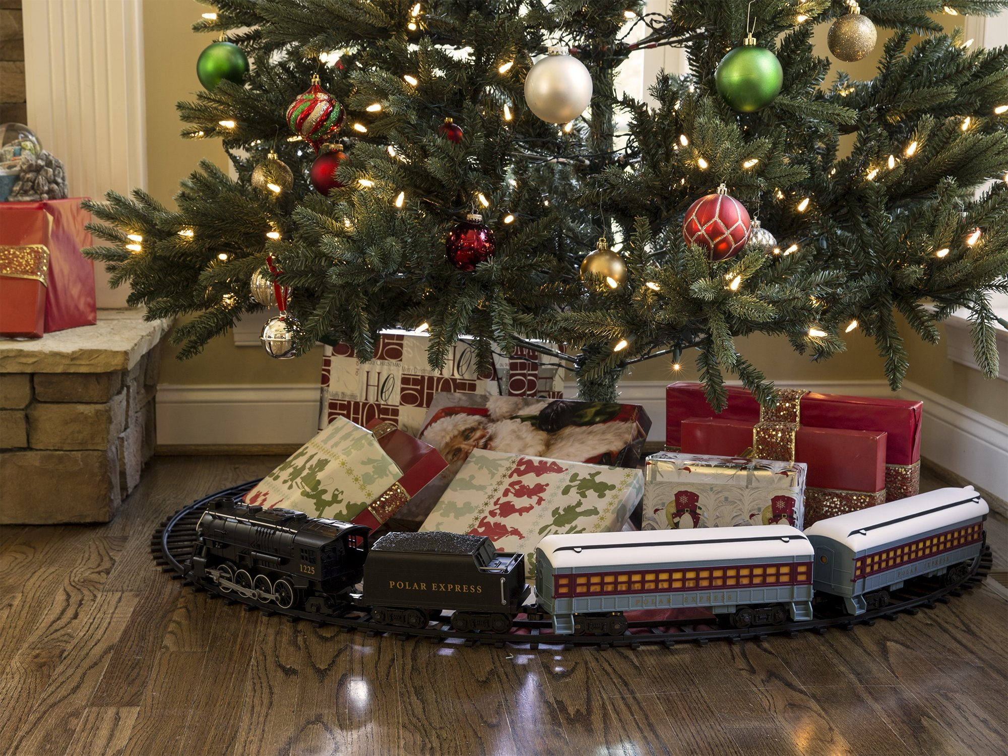 Lionel Polar Express Train Set For Around The Christmas Tree